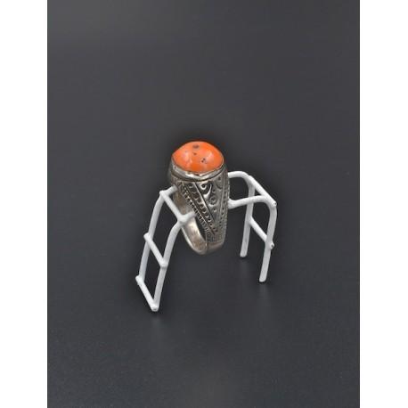 Anello in argento 925/°°° e corallo