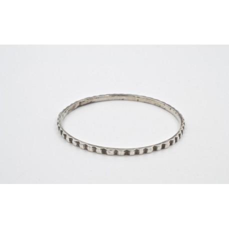 Bracciale in argento 925, cerchio chiuso. Sec. XIX.